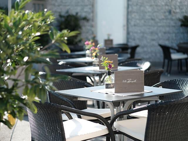 Café Lounge mit Sonnenterasse
